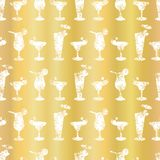 Fond de luxe de Frosty Cocktail Glasses Seamless Pattern de feuille d'or illustration stock