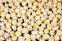 Fond de maïs éclaté, grains sautés par caramel doux Photographie stock