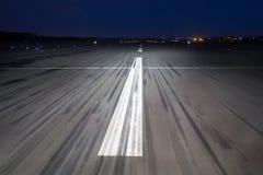 Fond de macadam d'aéroport la nuit Photographie stock