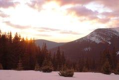 Fond de montagne, lever de soleil Image stock