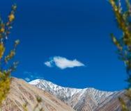 Fond de montagnes de l'Himalaya de lardakh de leh, Inde Photo stock