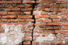 Fond de mur de briques cassé sale de vieux vintage Photo libre de droits