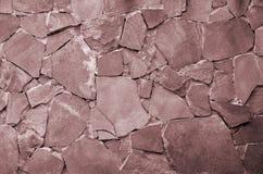 Fond de mur en pierre - caractéristique de bâtiment Texture du mur épais et fort des pierres rugueuses de diverses formes et tail Photos stock