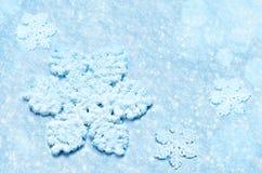 Fond de neige de vacances d'hiver Flocons de neige Photographie stock libre de droits