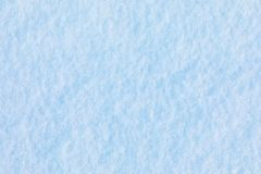 Fond de neige et de cristal de glace ou texture du parc russe de la forêt image stock