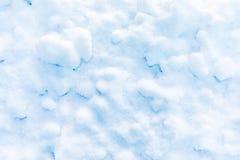 Fond de neige et de cristal de glace ou texture du parc russe de la forêt photographie stock libre de droits