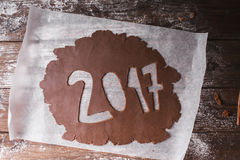 Fond de Noël 2017 écrit avec la pâte de chocolat sur un fond en bois Images libres de droits