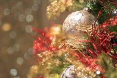 Fond de Noël avec des billes de Noël Images stock