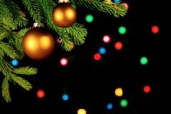 Fond de Noël avec des boules et des lumières Images libres de droits