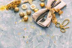 Fond de Noël avec des décorations et des boîte-cadeau photos libres de droits