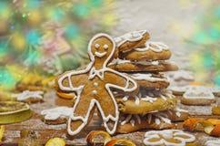 Fond de Noël avec l'homme de pain d'épice Images stock