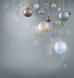 Fond de Noël avec la boule accrochante Image libre de droits
