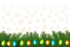 Fond de Noël avec la guirlande et les branches colorées Photographie stock