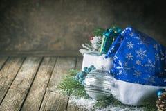 Fond de Noël avec le chapeau de Santa photographie stock
