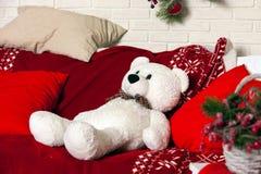 Fond de Noël avec le jouet d'ours blanc Images stock