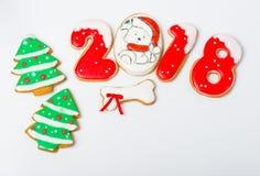 Fond de Noël avec le pain d'épice et les arbres de Noël Photos stock