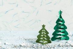 Fond de Noël avec les arbres de Noël 3D faits maison Photo stock