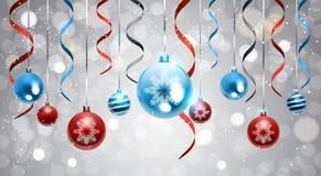 Fond de Noël avec les boules brillantes et la bannière colorée de décoration de nouvelle année de rubans Photographie stock libre de droits