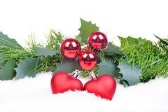Fond de Noël avec les boules rouges, coeurs Photos stock