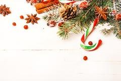 Fond de Noël avec les décorations de fête photo libre de droits