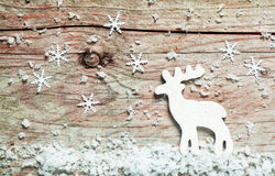 Fond de Noël avec un renne dans la neige Image stock