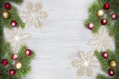 Fond de Noël, décoration sur un conseil en bois photographie stock