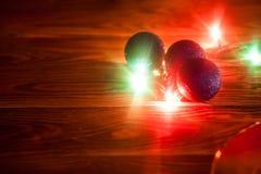 Fond de Noël de photo avec des lumières de couleur Image libre de droits