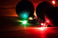 Fond de Noël de photo avec des lumières de couleur Photos libres de droits