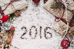 Fond de Noël et de nouvelle année avec 2016 sur la neige Images libres de droits