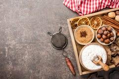 Fond de Noël Tableau pour des biscuits de cuisson de vacances avec des ingrédients photos libres de droits