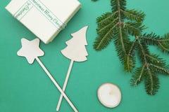 Fond de Noël vert ou de nouvelle année avec la conception minimalistic Images stock