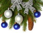 Fond de Noël Vue supérieure avec l'espace de copie arbre de sapin avec le cône d'isolement sur le fond blanc Image stock