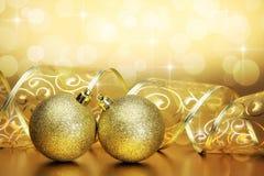 Fond de Noël avec les babioles et la bande Photographie stock libre de droits