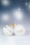 Fond de Noël, décoration Boules de Noël sur une table en bois Orientation molle Étincelles et bulles abrégez le fond Vintag Photo stock