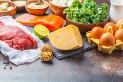 Fond de nourriture d'alimentation équilibrée Nourritures de protéine : poissons, viande, fromage photographie stock libre de droits