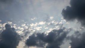 Fond de nuages et de cieux, Cloudscape dans la campagne banque de vidéos