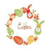 Fond de Pâques avec la guirlande des oeufs, des lapins et des fleurs de pâques Photo stock