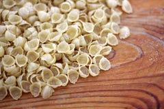 Fond de pâtes Fond de pâtes Pâtes sur le fond en bois photo libre de droits