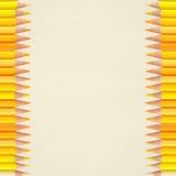 Fond de papier avec les crayons jaunes Photos stock
