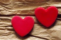 Fond de papier d'onon de coeur de deux rouges Carte romantique Images libres de droits