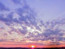 Fond de papier peint de scène de coucher du soleil, ciel coloré avec le doux Photo libre de droits