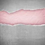 Fond de papier rose-clair d'extrémité grise de déchirure Image libre de droits