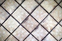 Fond de petite Tan Floor Tiles carrée dans un modèle diagonal photographie stock