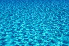 Fond de réflexion du soleil de l'eau de piscine L'eau d'ondulation photos libres de droits