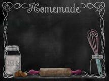 Fond de recette de tableau avec des articles de cuisson photo stock