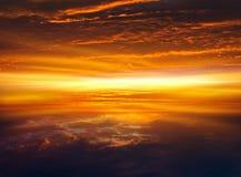 Fond de religion Coucher du soleil ou lever de soleil avec des nuages, des rayons légers et tout autre effet atmosphérique photos libres de droits