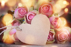 Fond de Rose avec un coeur Images libres de droits
