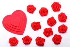 Fond de Rose rouge et de coeurs Image libre de droits