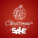 Fond de rouge de remise de vente de boule de Noël Photographie stock libre de droits