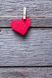 Fond de Saint Valentin, coeur de papier sur le bois, l'espace de copie Images stock